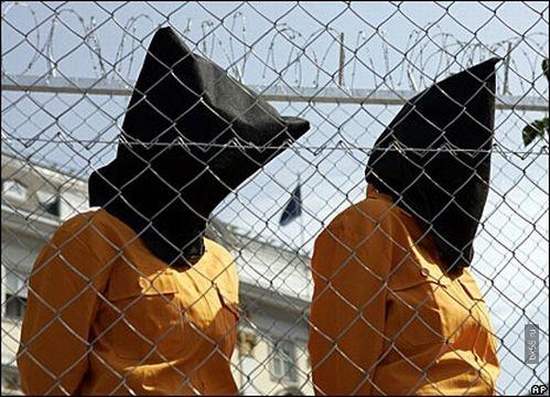 тюрьмы служат для того, чтобы скрыть, что весь социум, во всей своей полноте, во всей своей банальной вездесущности, является местом заключения