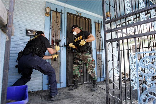 """Так """"спасали"""" в Новом Орлеане от наводнения и цунами"""