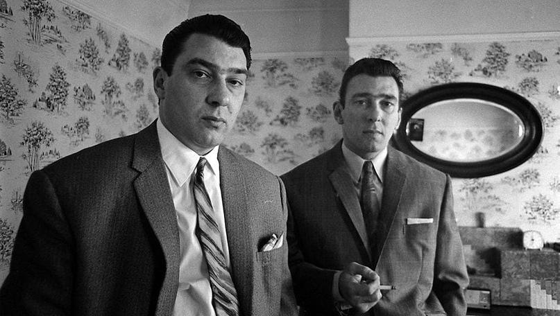 Братья Крэй — лидеры криминального мира Лондона 60-х, герои романа «Загубленная Любовь»