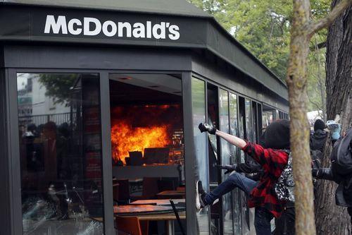 макдональдс горит